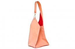 geanta rosu-portocaliu cu carabina